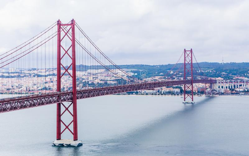 Ponte 25 De Abril Bridge in Lissabon, Portugal stockfoto
