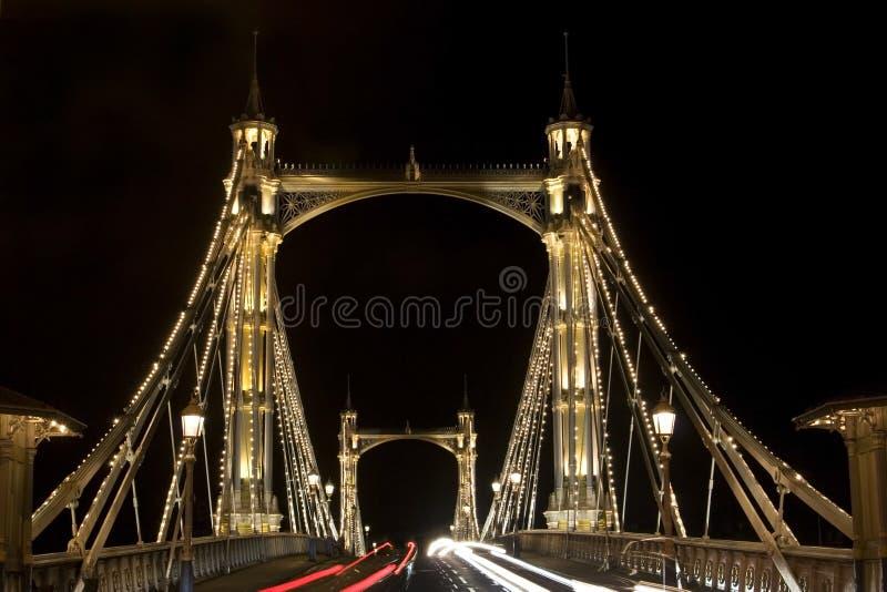 Ponte de Albert em Londres. Noite imagem de stock royalty free