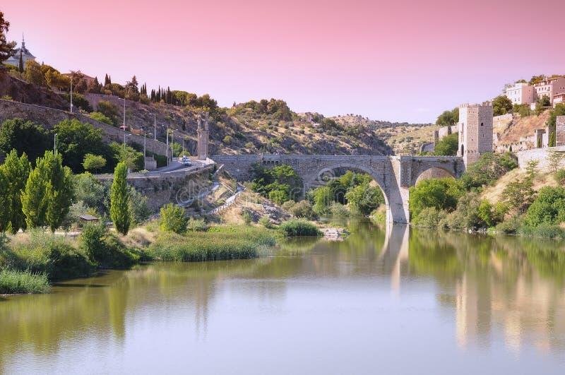 Ponte de Alcantara em Toledo, Espanha imagem de stock royalty free