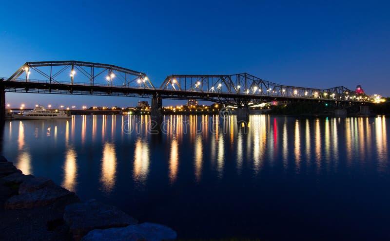 Ponte de Alexandra na noite fotografia de stock