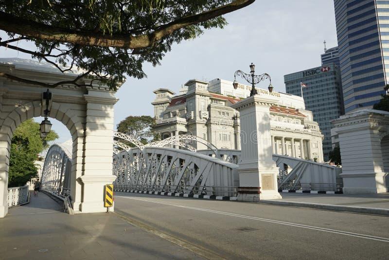 Ponte de Anderson perto do hotel de Fullerton na baixa de Singapura fotos de stock