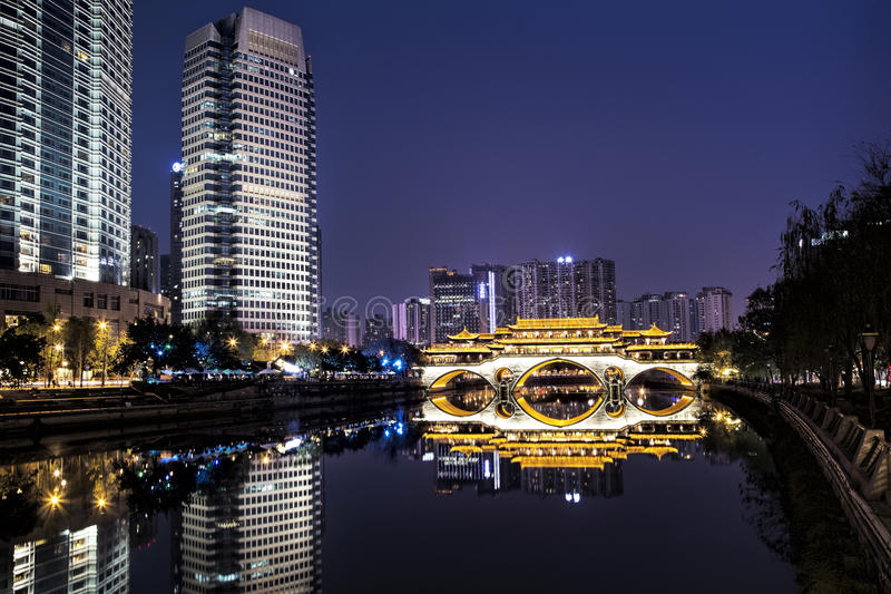 Ponte de Anshun através de Jin River em Chengdu, China foto de stock royalty free