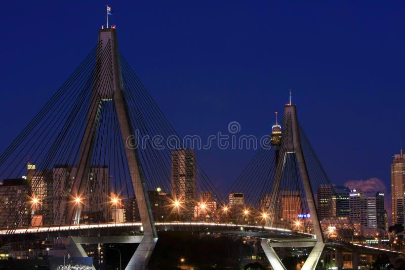 Ponte de ANZAC, Sydney, Austrália, na noite. fotos de stock