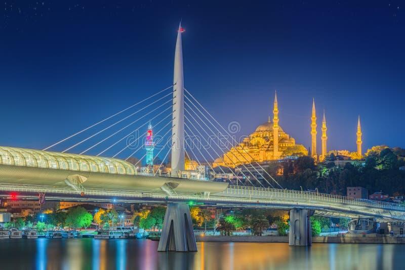 Ponte de Ataturk, ponte do metro na noite Istambul fotografia de stock royalty free