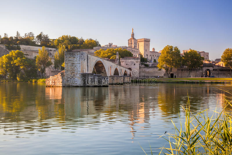 Ponte de Avignon com papas Palácio em Provence, França fotos de stock royalty free
