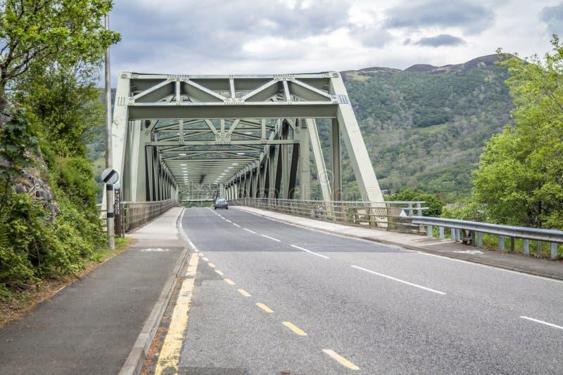 Ponte de Ballachulish em Lochaber, montanhas escocesas imagens de stock