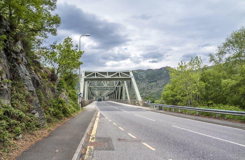 Ponte de Ballachulish em Lochaber, montanhas escocesas imagem de stock