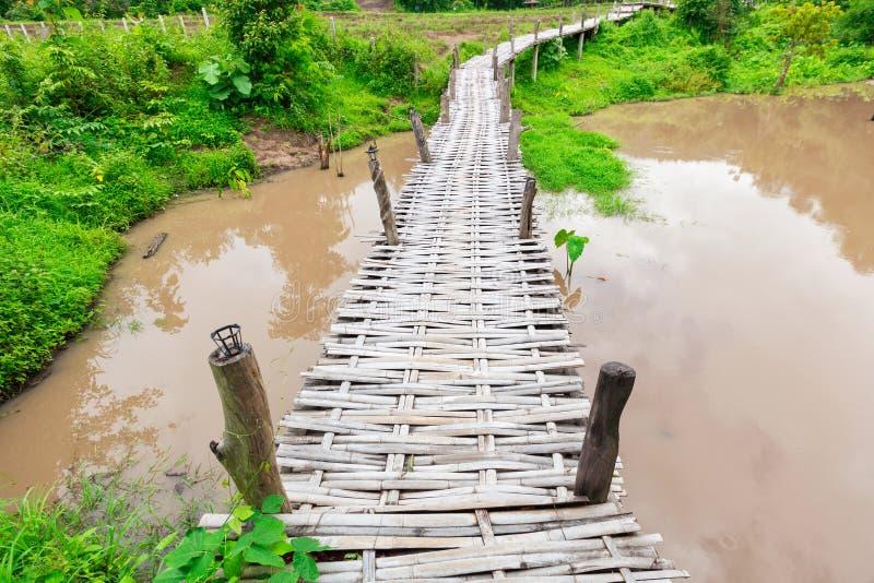 Ponte de bambu Boon Ko Ku So em Pai; Tail?ndia imagem de stock