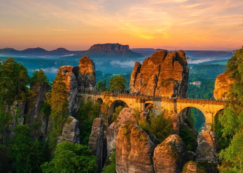 A ponte de Bastei, parque nacional de Suíça saxão, Alemanha imagens de stock