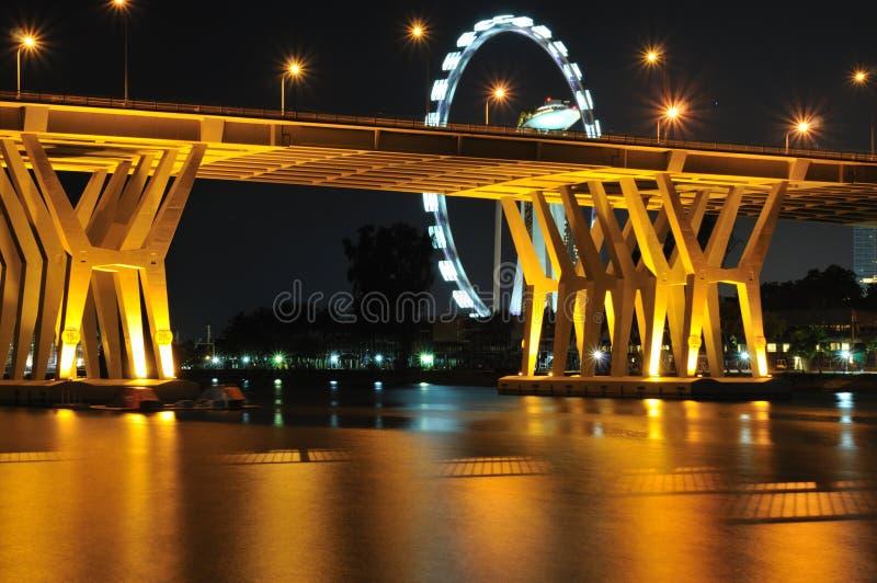 Ponte de Benjamin Sheares e o insecto de Singapore imagens de stock