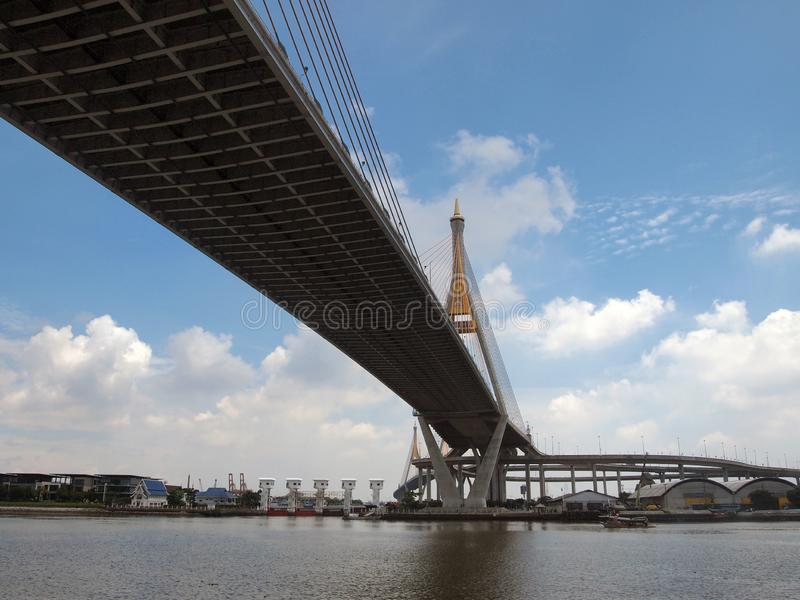 Ponte de Bhumibol, Samut Prakarn, Tailândia fotos de stock