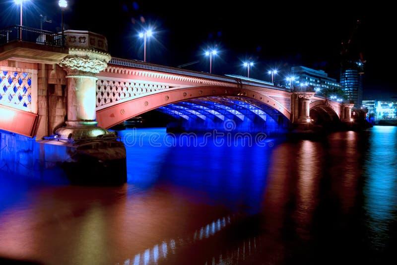 Ponte de Blackfriars na noite. Londres imagens de stock