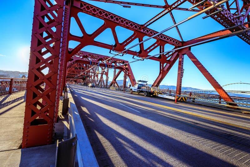 A ponte de Broadway em Portland do centro, OU imagem de stock royalty free
