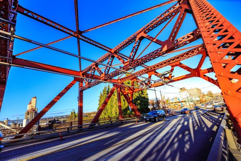 A ponte de Broadway em Portland do centro, OU imagens de stock royalty free