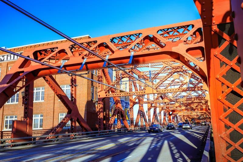A ponte de Broadway em Portland do centro, OU fotos de stock