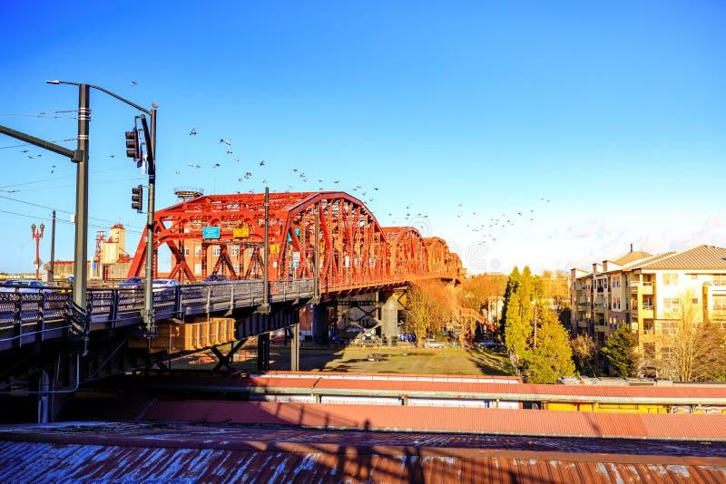 A ponte de Broadway em Portland do centro, OU imagem de stock