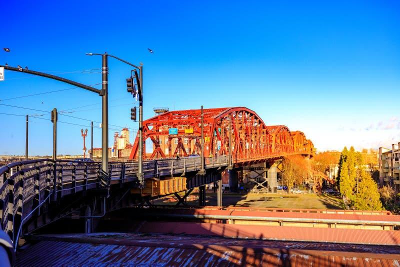 A ponte de Broadway em Portland do centro, OU foto de stock royalty free