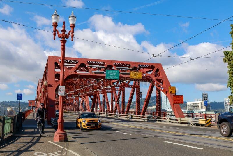 Ponte de Broadway na cidade de Portland fotografia de stock