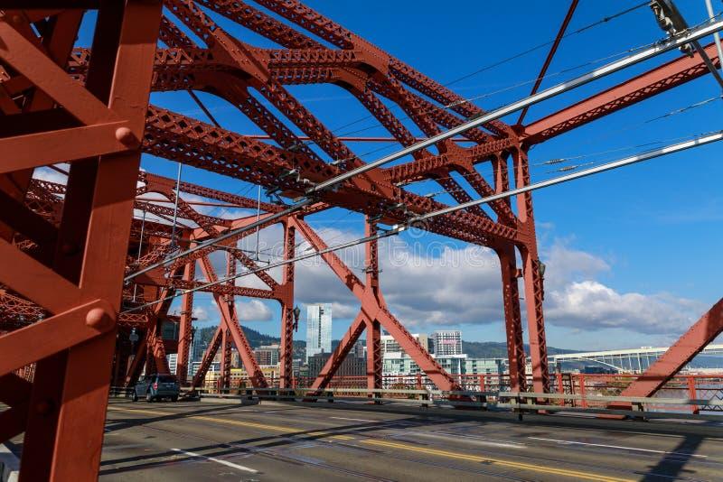 Ponte de Broadway na cidade de Portland imagens de stock