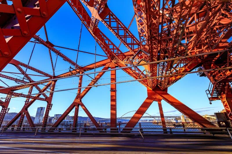 A ponte de Broadway, Portland imagem de stock