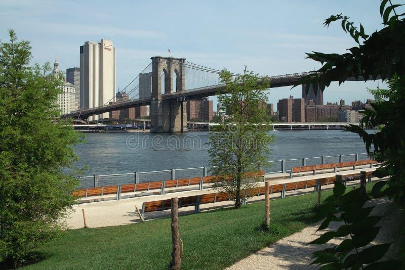 Ponte de Brooklyn e parque, New York City fotografia de stock royalty free