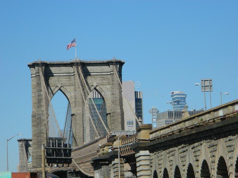 Ponte de Brooklyn em um dia nuvem-livre imagens de stock royalty free