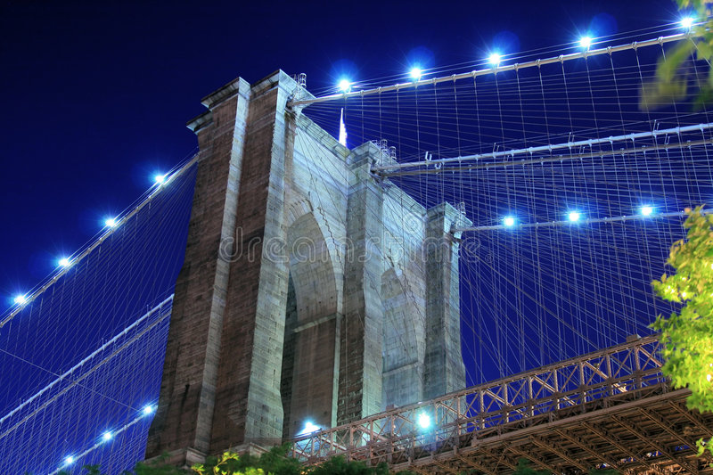 Ponte de Brooklyn na noite fotos de stock royalty free