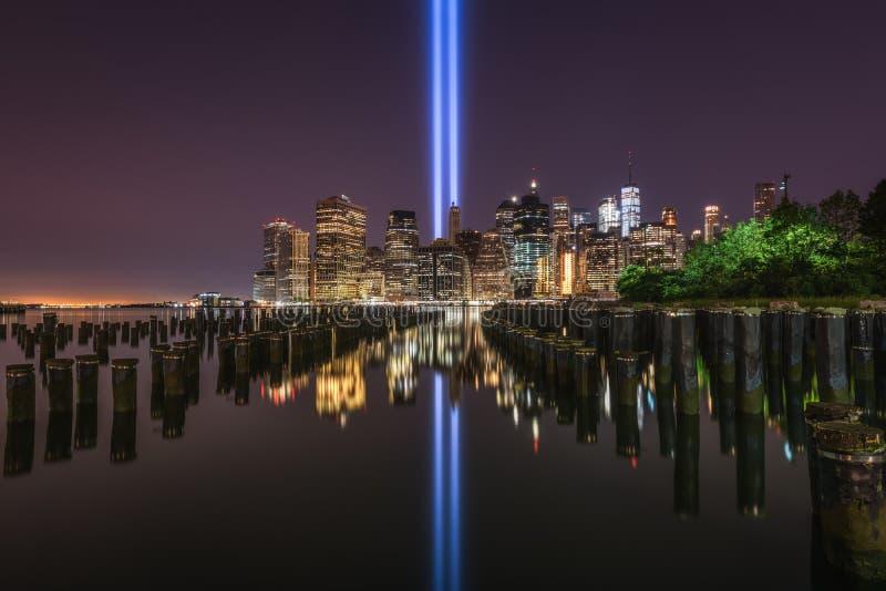 Ponte de Brooklyn Pier Tribute In Light Reflections imagem de stock royalty free