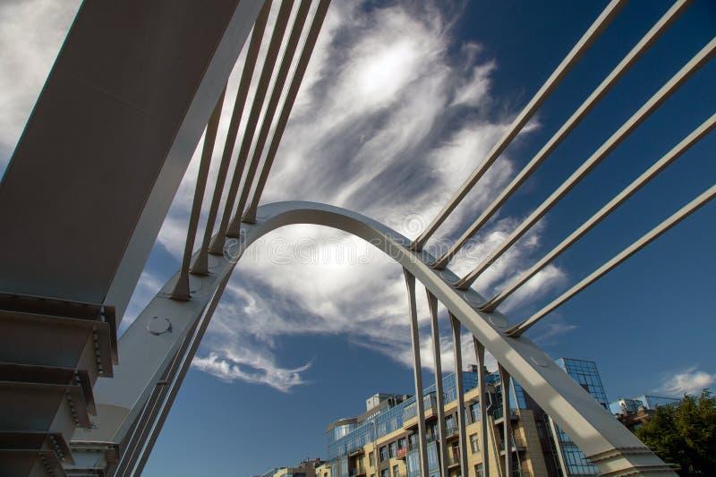 Ponte de cabo na arquitetura da cidade imagem de stock royalty free