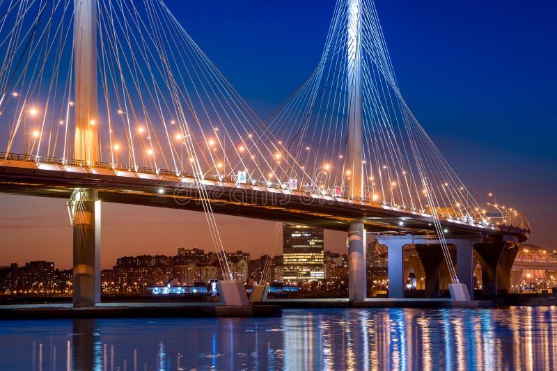 Ponte de cabo nova de St Petersburg imagens de stock