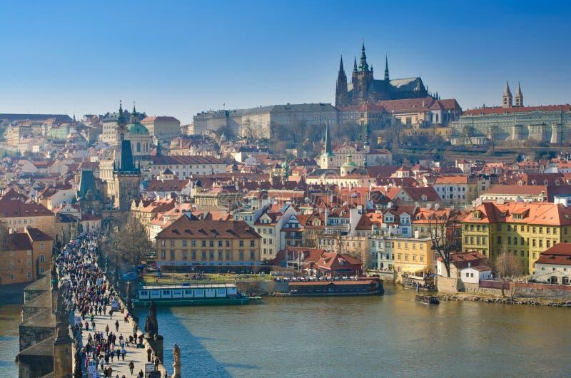 Ponte de Charles e castelo, opinião de Vltava, Praga fotos de stock royalty free