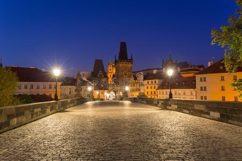 Ponte de Charles em Praga no alvorecer, Rep?blica Checa foto de stock royalty free
