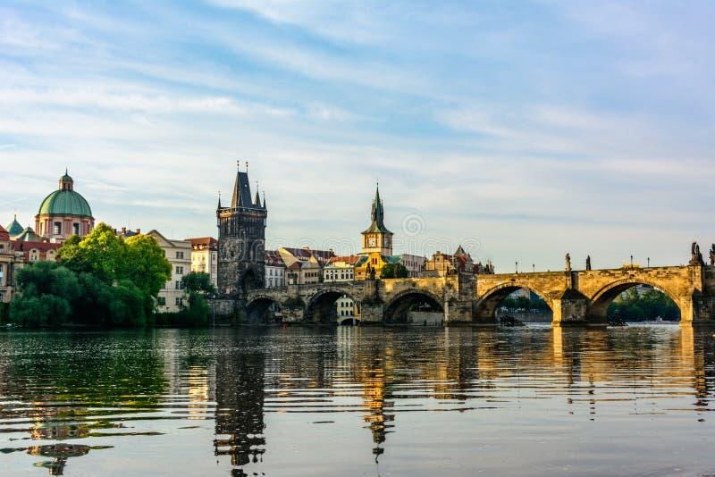 Ponte de Charles no alvorecer em Praga, República Checa foto de stock royalty free