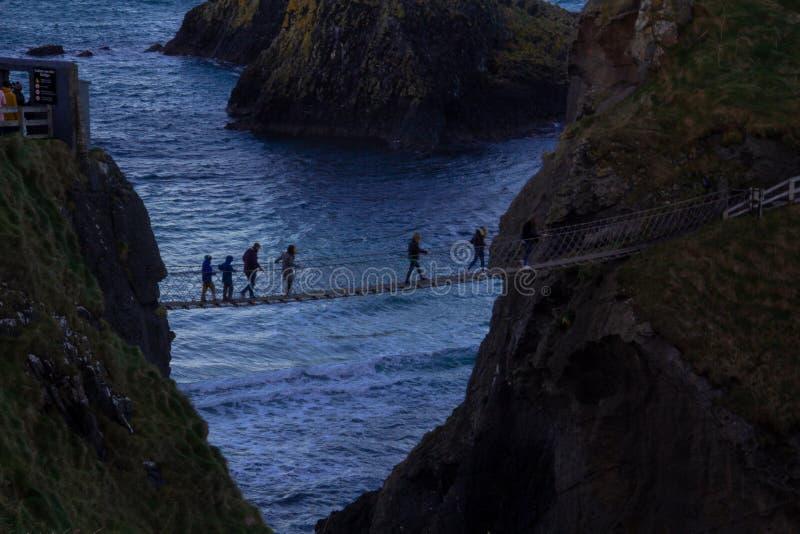 Ponte de corda de Carrick-a-Rede, Irelnd do norte, Europa fotografia de stock