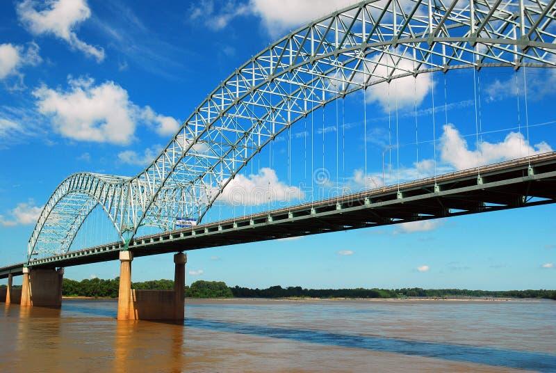 A ponte de DeSoto que mede o rio Mississípi fotos de stock