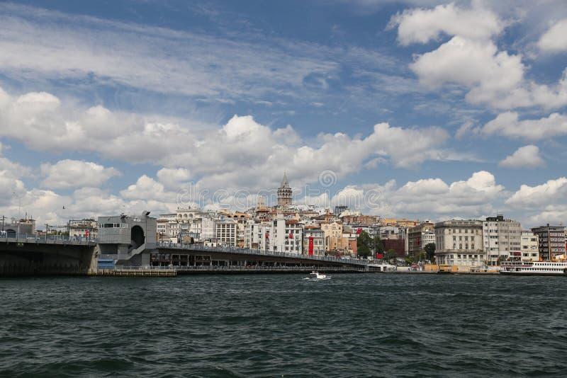 Ponte de Galata e torre de Galat na cidade de Istambul imagens de stock royalty free