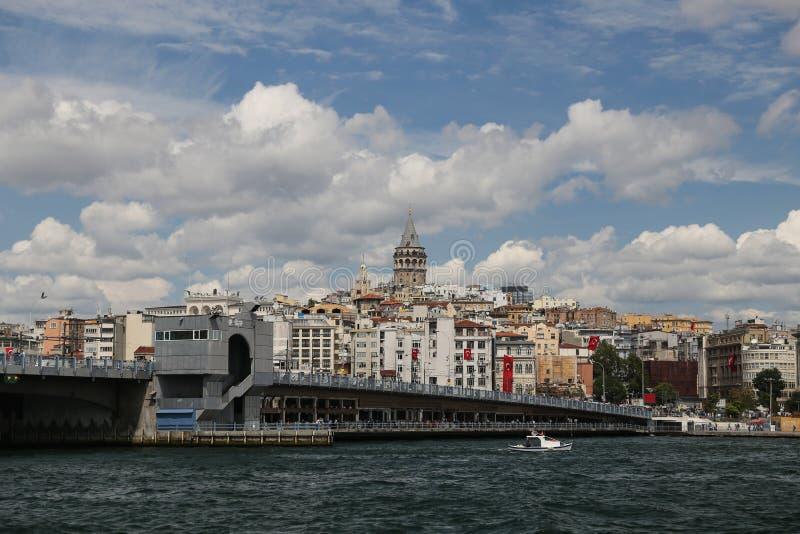 Ponte de Galata e torre de Galat na cidade de Istambul fotografia de stock