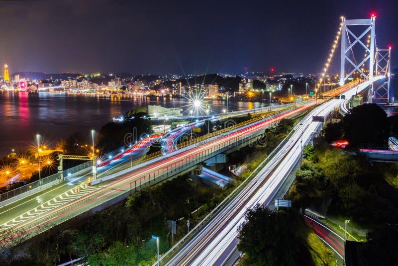 A ponte de Kanmon liga Kyushu e Honshu, Japão imagens de stock royalty free