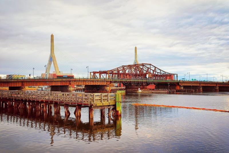 Ponte de Leonard Zakim Bunker Hill Memorial em Boston imagem de stock