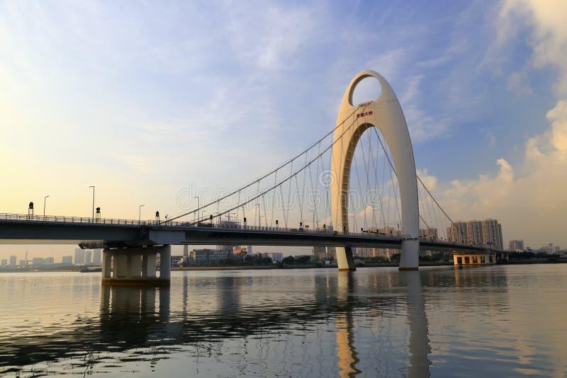 Ponte de Liede, uma única torre, auto dobro do plano do cabo - ponte de suspensão ancorada na porcelana de guangzhou imagem de stock