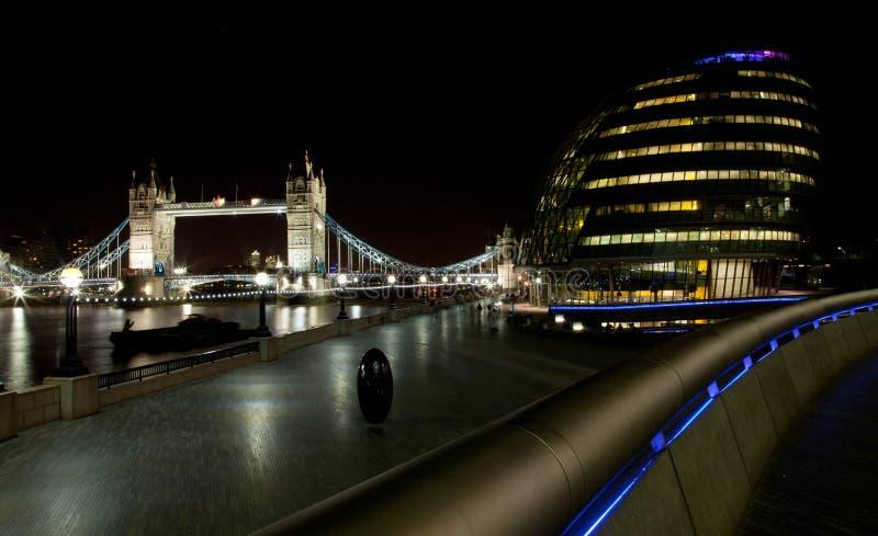 Ponte de Londres na noite foto de stock royalty free
