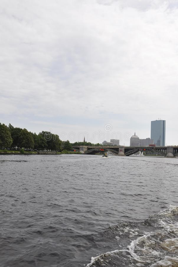 Ponte de Longfellow sobre Charles River no estado de Boston Massachusettes de EUA imagens de stock royalty free