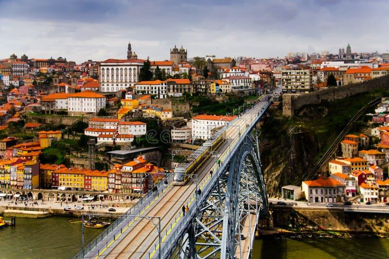 Ponte de Luis I com um bonde do metro fotos de stock