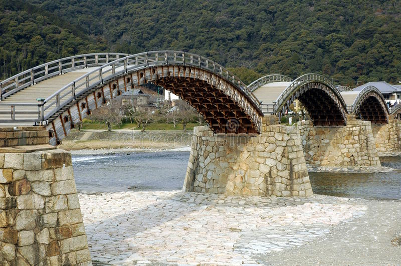 Ponte de madeira do multi-arco imagens de stock