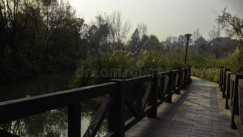 Ponte de madeira em China foto de stock
