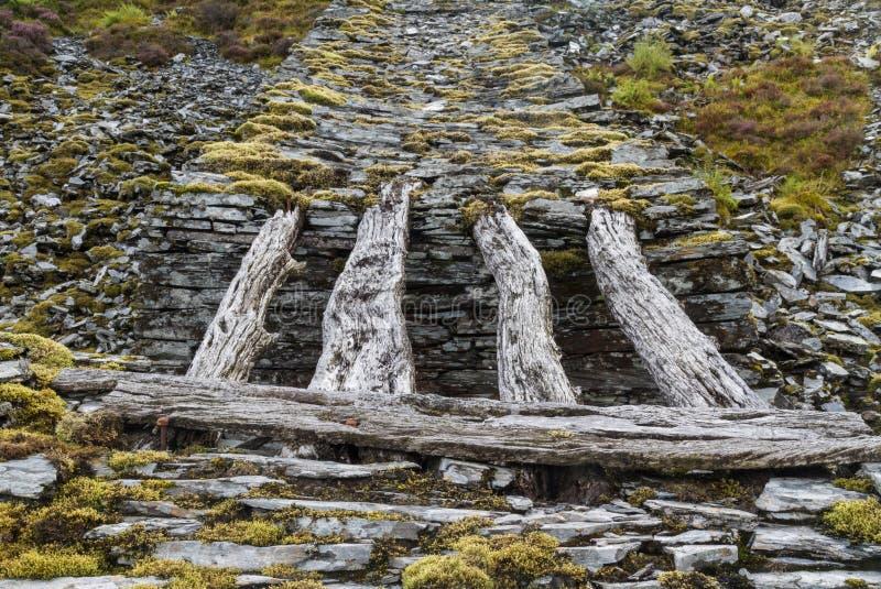 Ponte de madeira original do declive fotografia de stock