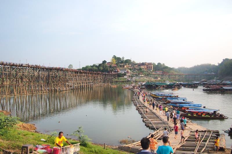 Ponte de madeira tailandesa foto de stock