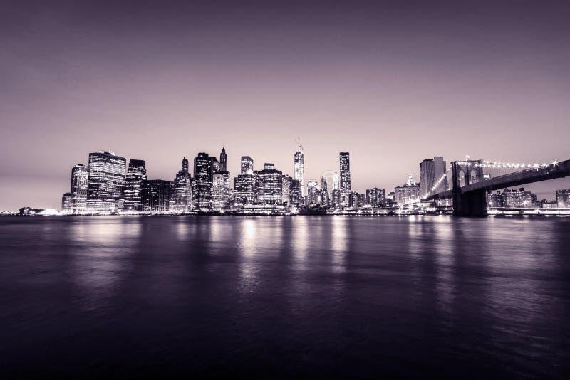 Ponte de Manhattan e de Brooklyn New York City EUA Vista panorâmico Tons cor-de-rosa fotografia de stock royalty free