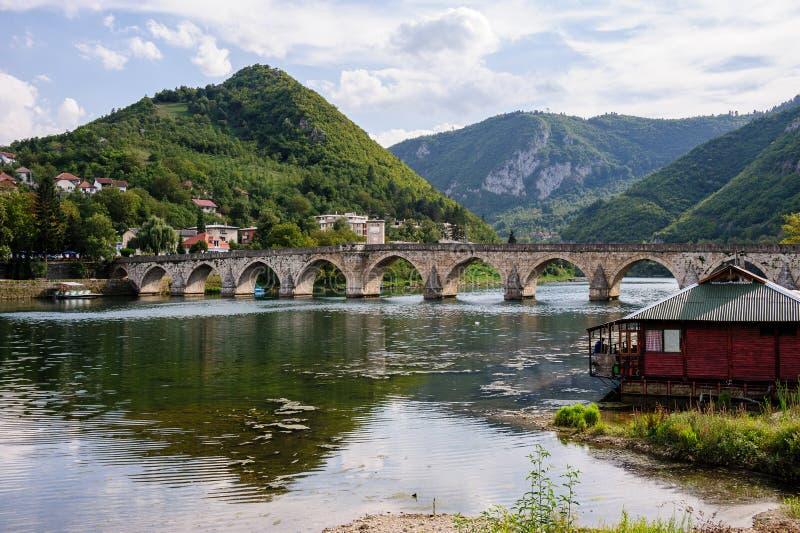 Ponte de Mehmed Pasa Sokolovic em Visegrad, Bósnia imagens de stock