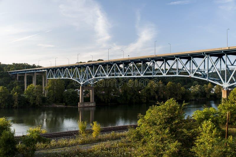Ponte de nível elevado de Brownsville - rio de Monongahela - Pensilvânia foto de stock royalty free